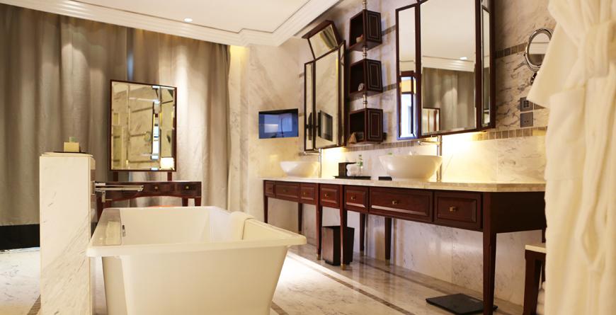 Deluxe Room Bathroom