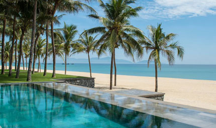 Four Seasons Nam Hai Pool to Beach