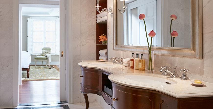 Lam Son Suite Bathroom