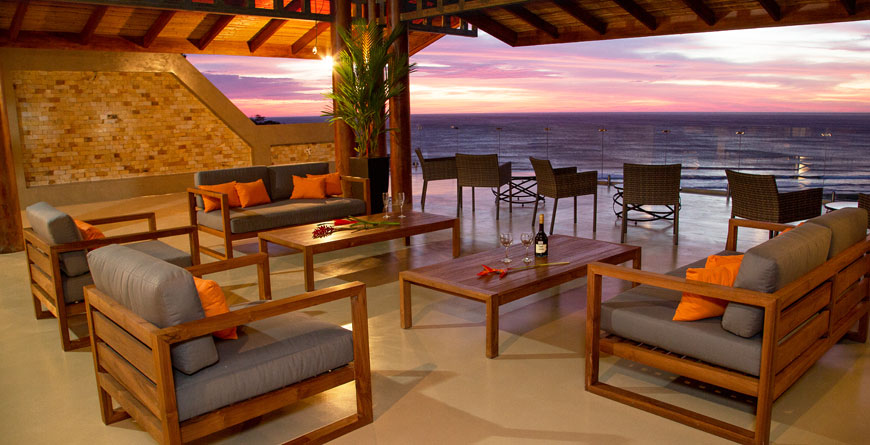 Gecko Lounge at Sunset