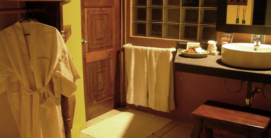 Duluxe Suite Bathroom