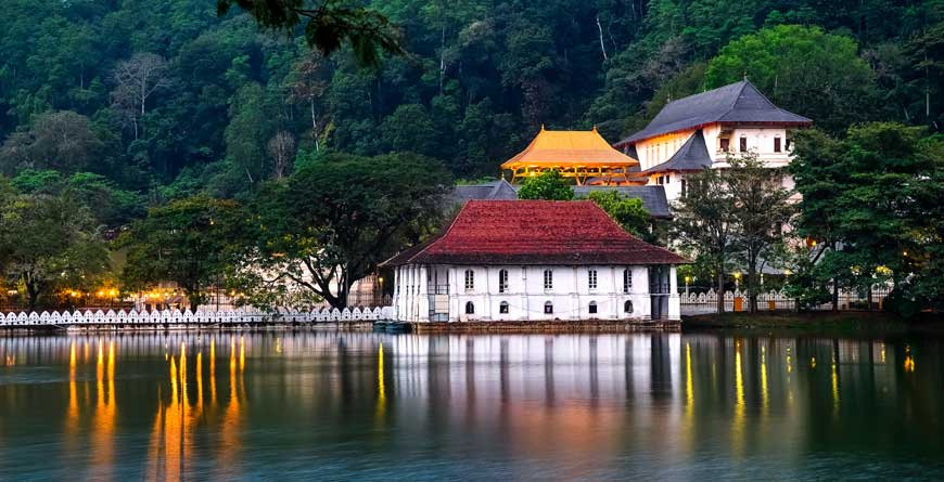 Temple of the tooth and the lake, courtesy of Shutterstock
