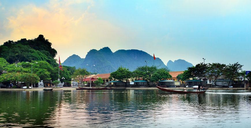 Yen Stream, Hanoi, Courtesy John Bill Shutterstockl