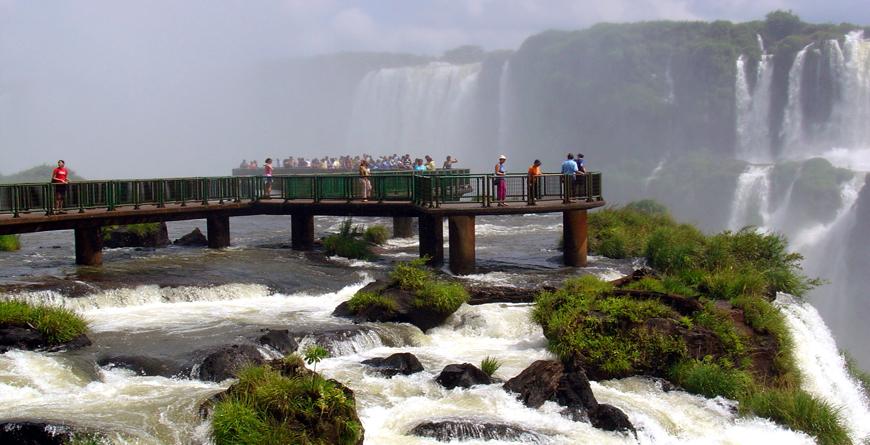 Belvedere Iguacu Falls, Credit Giancarlo Liguori, Shutterstock.com